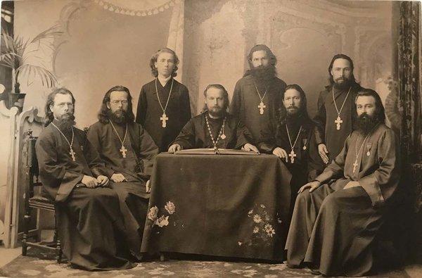 владимирские священники.jpg